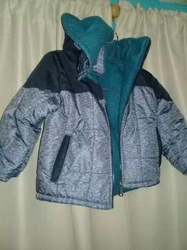 campera niño 2 o 3 añitos talle 4excelente sin detalle ideal para el frío.