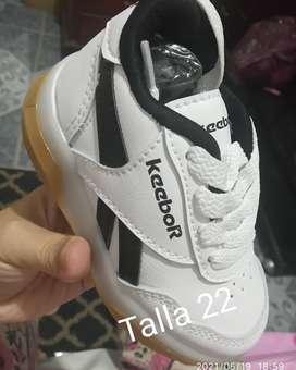 Hermosos zapatos para niños y niñas