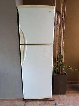 Heladera GAFA 376 L con freezer excelente estado funcionando