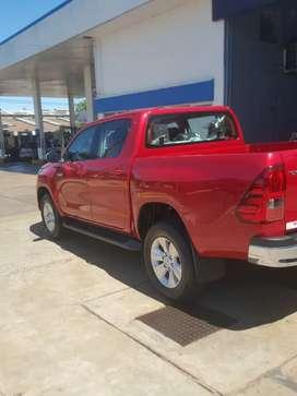 Vendo permuto Toyota Hilux 4x2 sin uso sero tomó vehículo en parte. De pago escucho oferta de contado