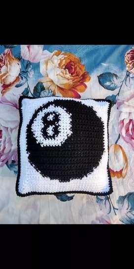 Almohada tejida a mano BOLA 8