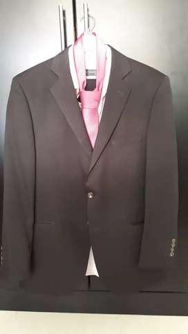 Se vende traje en buen estado