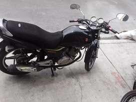 Se  vende  moto  suzuki  ENS 125 color  negra   pefecta  condicion  inico  dueño