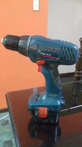 Taladro atornillador marca Bosch 12 V