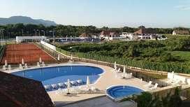Alquiler apartamento vacacional por dias, amoblado, moderno, frente a zona de piscinas