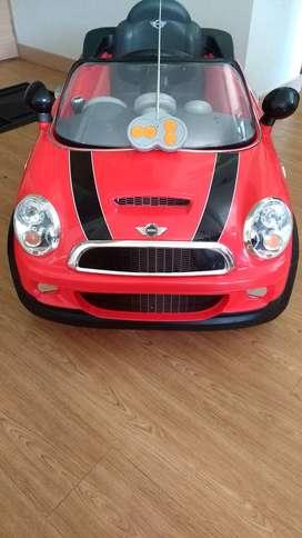 Mini cooper rojo eléctrico