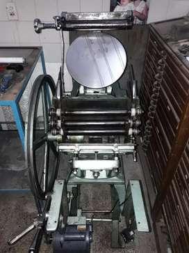 Vendo Urgente!!! Máquina Minerva carta con cajas de tipografías