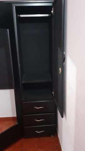 Closet usado, bien cuidado