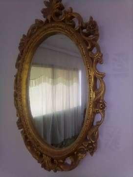 Espejo decorativo en cerámica dorada