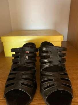 Sandalias Negras Taco Chino