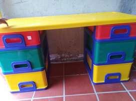 Vendo escritorio plástico niño