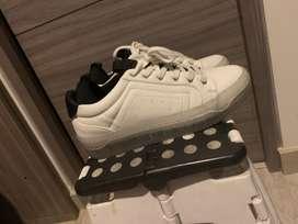 Zapatos nuevos blancos zara
