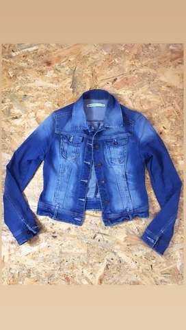 Vendo chaqueta de jean marca STRADIVARIUS