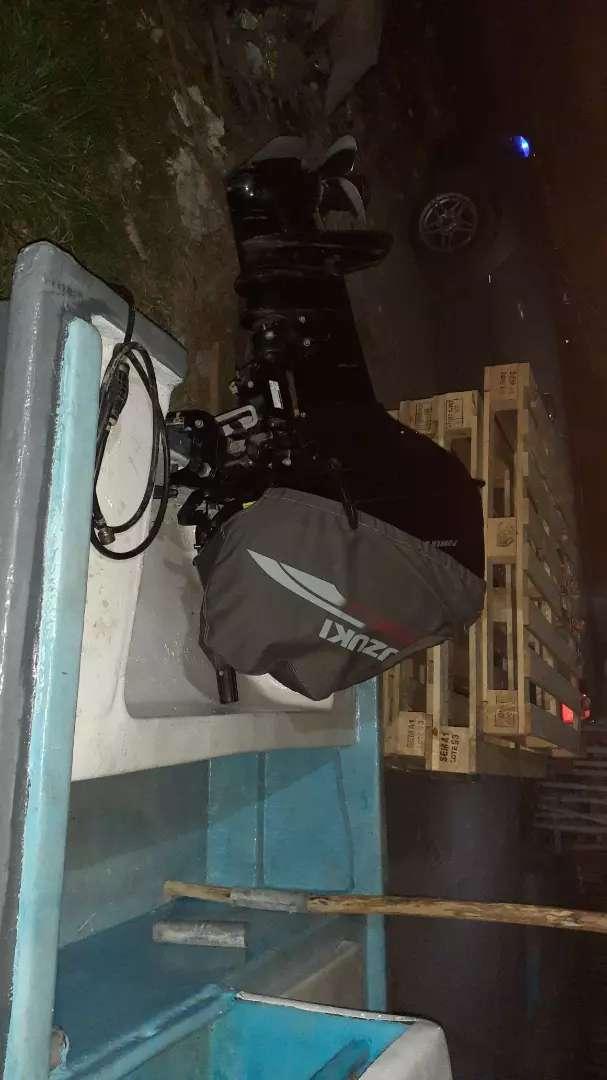 Vendo bote de fibra con motor Suzuki 40 hp  el motor esta matriculado y troquelado 0