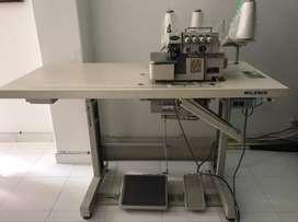 Fileteadora Typical Gn795 5 Hilos - Con mueble y motor Kingster