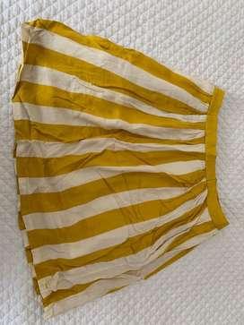 Falda en tela suelta, mostaza y beige