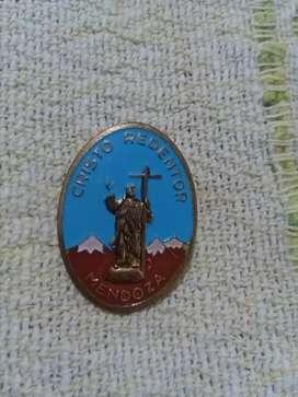 Antiguo pin Cristo Redentor de Mendoza . Distintivo recuerdo turístico 1970s