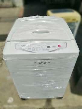Lavadora Haceb de 30 libras.