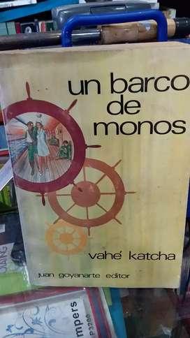 Un barco de monos de vahe Katcha