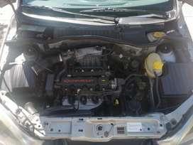 Chevrolet Corsa evolución gris granito 4 puertas