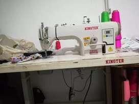Operarios de maquinas de confección ropa interior