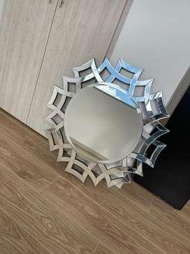 Espejo elegante para la sala o el comedor de tu hogar.