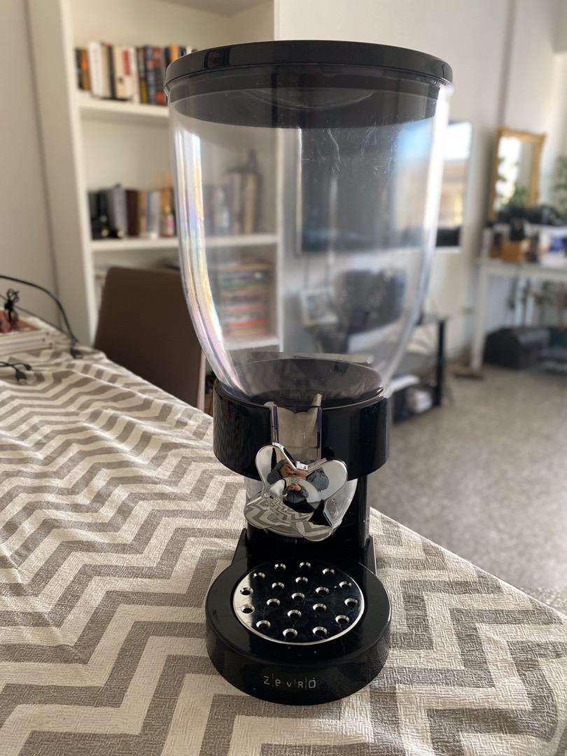 Dispenser de cereales. Cerealera negra. Usado en excelente estado. 0