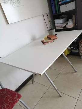 Vendo mesa blanca para interiores