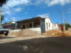 Local esquinero en construcción