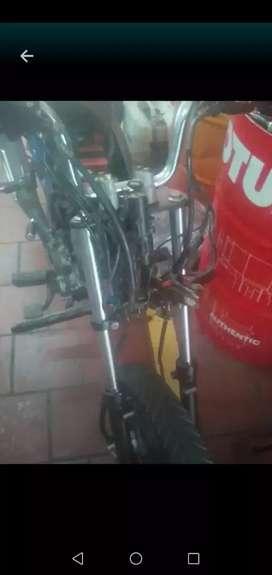 Busco trabajo de mecánico de motocicletas 9años de experiencia en motores electricidad y aliniada de rines