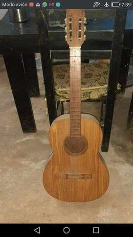 Vendo Guitarra, anda de 10!