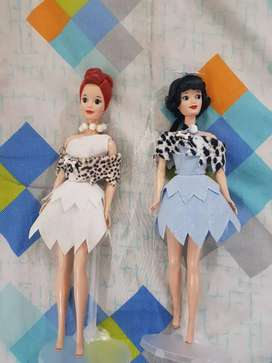 2 Barbies  los picapiedra  de los 90's