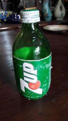 Rara Botella de Gaseosa 7up Extranjera 296cm3 #2282