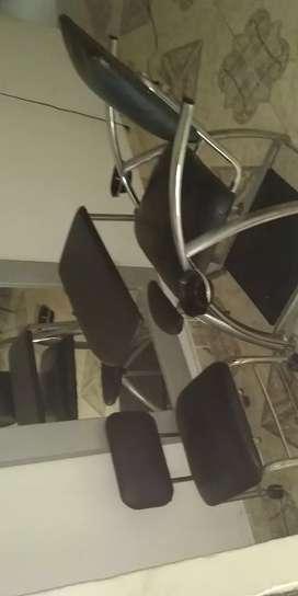 Vendo silla de  manicure y espejo nuevo