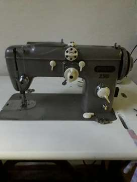 Vendo maquina de coser paff 230 en buen estado