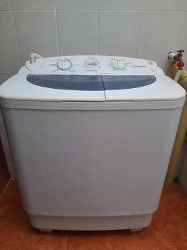 Se vende Lavadora y secadora Electrolux 17 Kg. Color blanco.