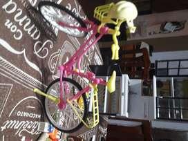 Vendo bicicleta, para muñeca tipo barbie, usada