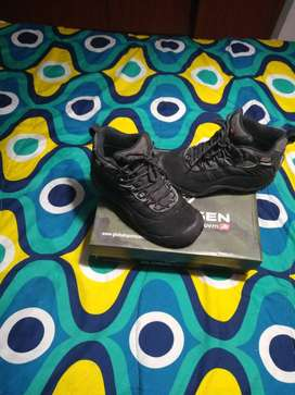 Vendo increíbles botas impermeables