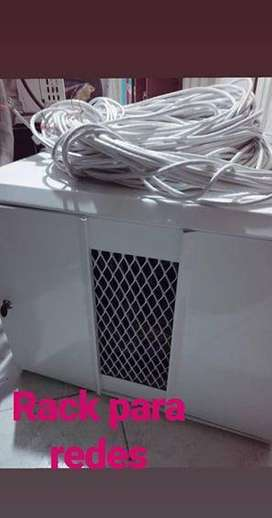 Rack para redes con cableado