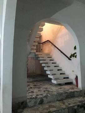 Casa tipo colonial, ubicada en Catalina 1 Kennedy, a cinco minutos de la primera de Mayo, primer piso bodega y garaje