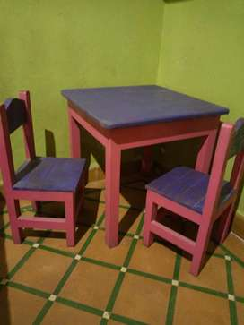 Mesita y 2 sillas