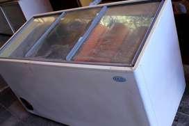 Freezer FAM 1,50 x 0,70m para 22 baldes