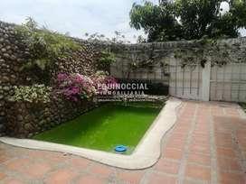 Venta de departamento con piscina en Ceibos - Urb. Las Cumbres