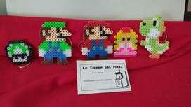 Figuras pixel art que pueden usarse como colgantes o para decorar cualquier lugar de tu casa.