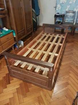 Cama de madera de una plaza en muy buen estado