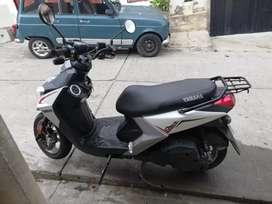 Vendo moto WS YAMAHA en muy buen estado papeles hasta agosto cartas abiertas