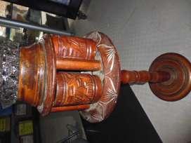 cenicero en madera antiguo de 70cm de alto con el cenicero