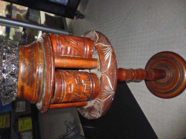 cenicero en madera antiguo de 70cm de alto con el cenicero 0