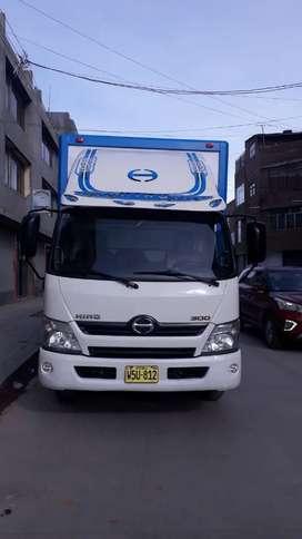 Alquilo camión de 4 y 5 ton hino con o sin chofer en perfectas condiciones sr alexander 9x9x3x0x8x2x3x6x7