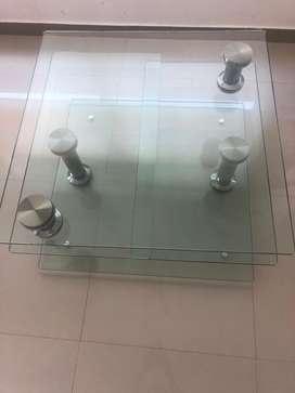 Hermosa mesa en vidrio templado